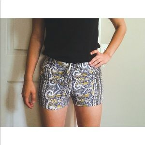 Patterned mid-rise shorts